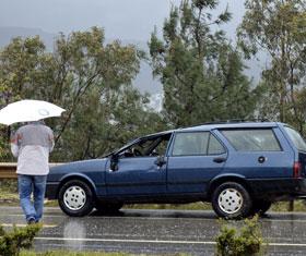 Aşırı yağış sonucu bir araç takla attı