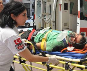 Fabrika çatısından düşen işçi ağır yaralandı
