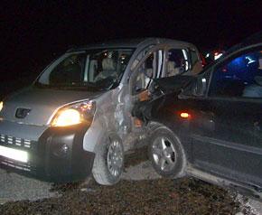 Ticari araçlar kaza yaptı, 3 yaralı