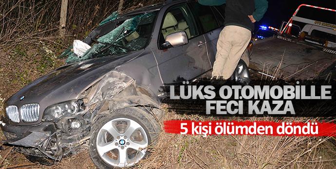 Lüks otomobille feci kaza  5 kişi ölümden döndü