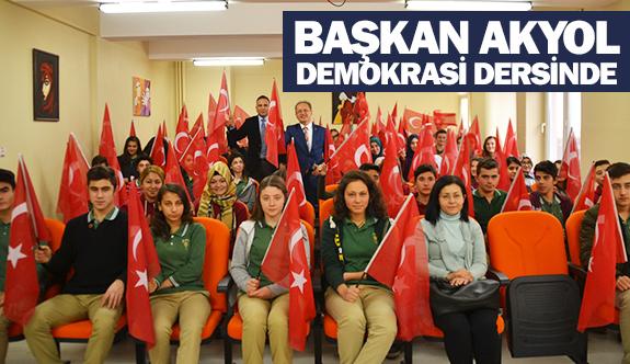 Başkan Akyol, demokrasi dersinde