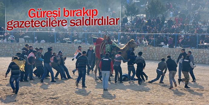 Güreşi bırakıp gazetecilere saldırdılar