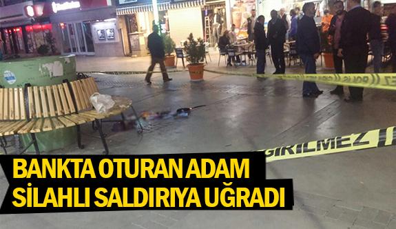 Bankta oturan adam silahlı saldırıya uğradı