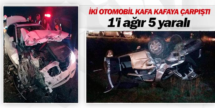 İki otomobil kafa kafaya çarpıştı 1'i ağır 5 yaralı