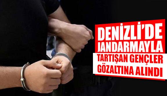 Denizli'de jandarmayla tartışan gençler gözaltına alındı