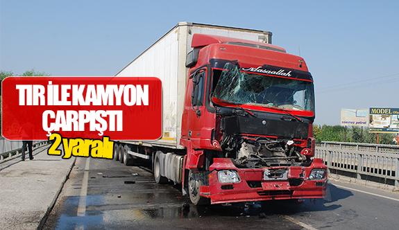 Tır ile kamyon çarpıştı