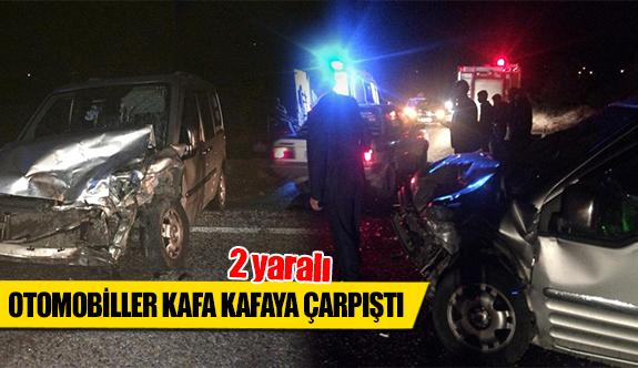 Otomobiller kafa kafaya çarpıştı 2 yaralı