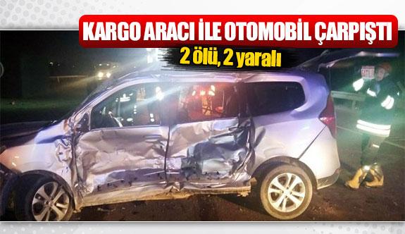 Kargo aracı ile otomobil çarpıştı