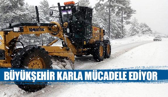Büyükşehir karla mücadele ediyor
