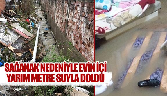 Sağanak nedeniyle evin içi yarım metre suyla doldu