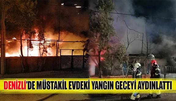 Denizli'de müstakil evdeki yangın geceyi aydınlattı