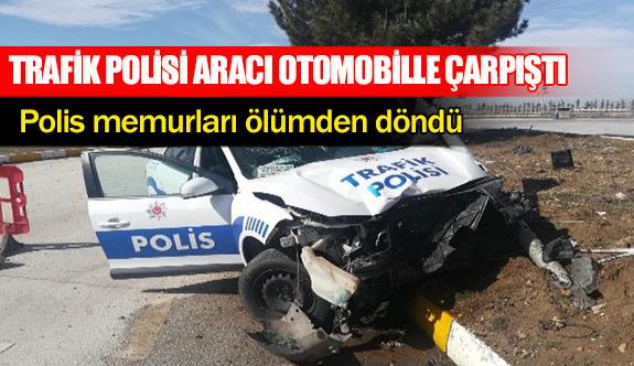 Trafik polisi aracı otomobille çarpıştı