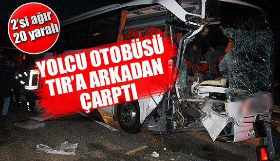 Yolcu otobüsü Tır'a arkadan çarptı 2'si ağır 20 yaralı