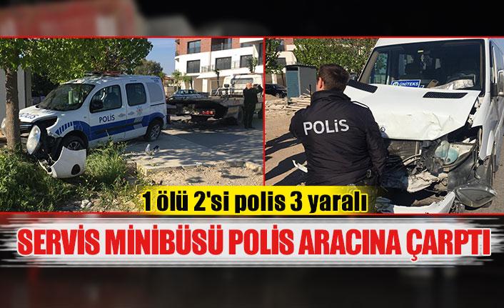 Servis minibüsü polis aracına çarptı