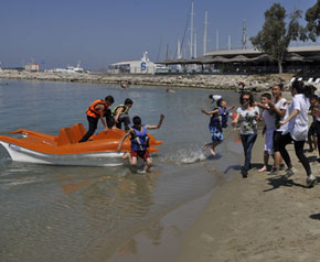 Kuşadası;nda deniz bisikleti yarışı düzenlendi