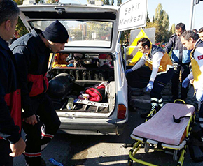 Kavşakta feci kaza 2 Yaralı