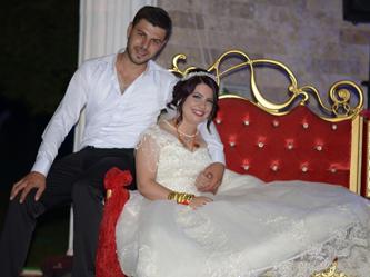 Trafik kazası geçiren gelin, kırık bacağıyla düğününü yaptı