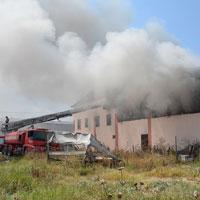 Fabrika yandı
