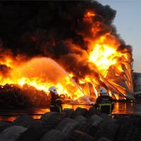Fabrika cayır cayır yandı