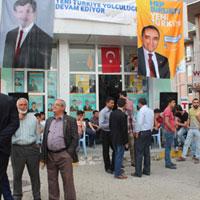 Ak Parti seçim bürosuna bıçaklı saldırı