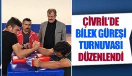 Çivril'de bilek güreşi turnuvası düzenlendi