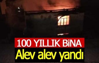 100 yıllık bina alev alev yandı