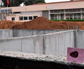 Hastane inşaatına mühür!