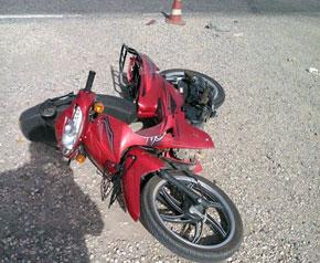 Tır, motosiklete çarptı 1 ölü 2 yaralı
