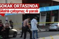 Belediyenin yanında birbirlerini vurdular!