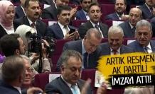 Cumhurbaşkanı Erdoğan AK Parti'ye resmen üye oldu