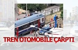 Tren otomobile çarptı
