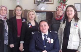 Ak Partili kadınlardan polislere ziyaret