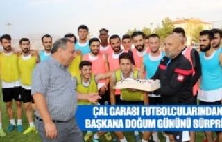 Çal Garası futbolcularından başkana doğum gününü...