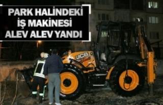 Park Halindeki İş Makinesi Alev Alev Yandı