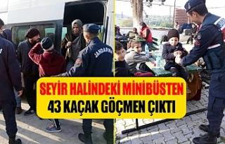Seyir halindeki minibüsten 43 kaçak göçmen çıktı