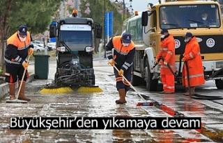 Büyükşehir'den yıkamaya devam