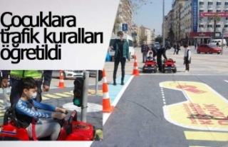 Jandarmadan çocuklara simülasyonlu trafik eğitimi