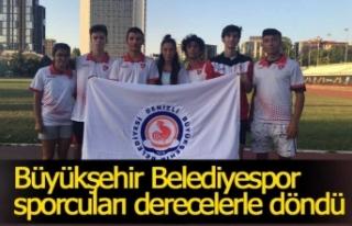 Büyükşehir Belediyespor sporcuları derecelerle...