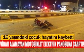 Virajı alamayan motosiklet elektrik panosuna çarptı!