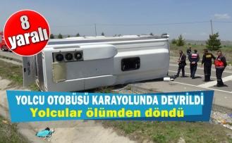 Yolcu otobüsü karayolunda devrildi 8 yaralı