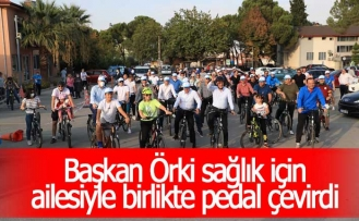 Başkan Örki sağlık için ailesiyle birlikte pedal çevirdi