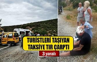Turistleri taşıyan taksiye tır çarptı