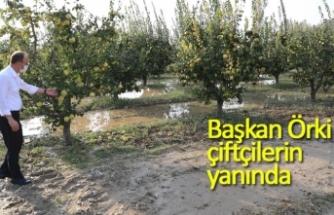 Başkan Örki çiftçinin yanında