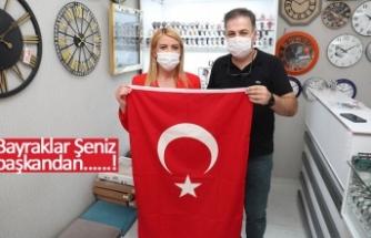 Bayraklar Şeniz başkandan!