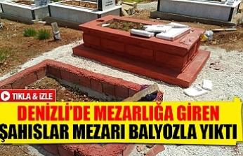 Denizli'de mezarlığa giren şahıslar mezarı balyozla yıktı