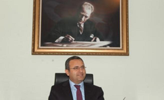 Vali Demir, ilk 500'e girenleri kutladı