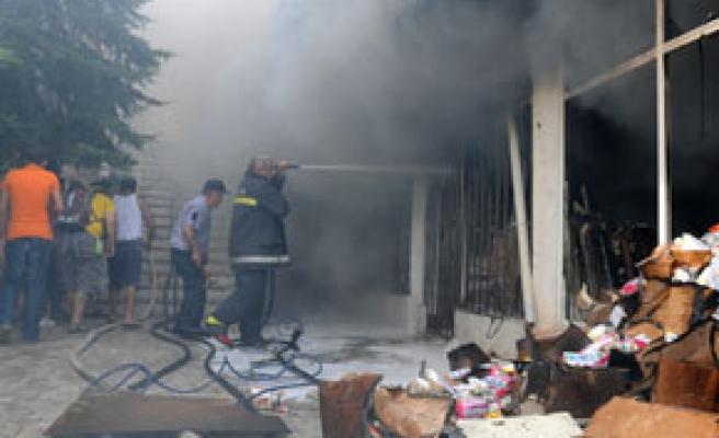 5 katlı binanın deposunda yangın