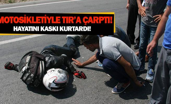 Motosikletiyle TIR'a çarptı!