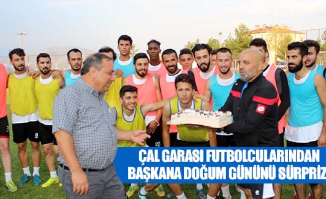 Çal Garası futbolcularından başkana doğum gününü sürprizi