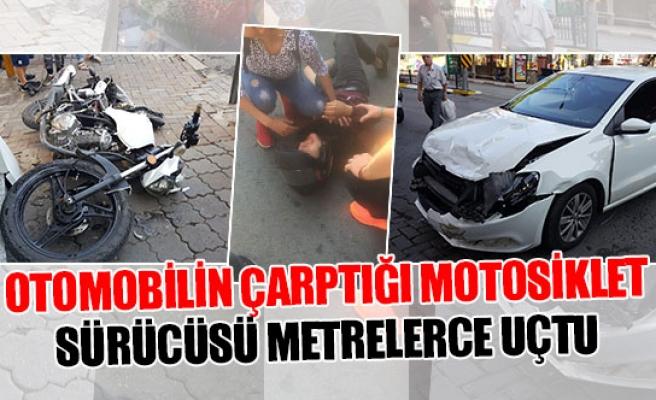 Otomobilin çarptığı motosiklet sürücüsü metrelerce uçtu